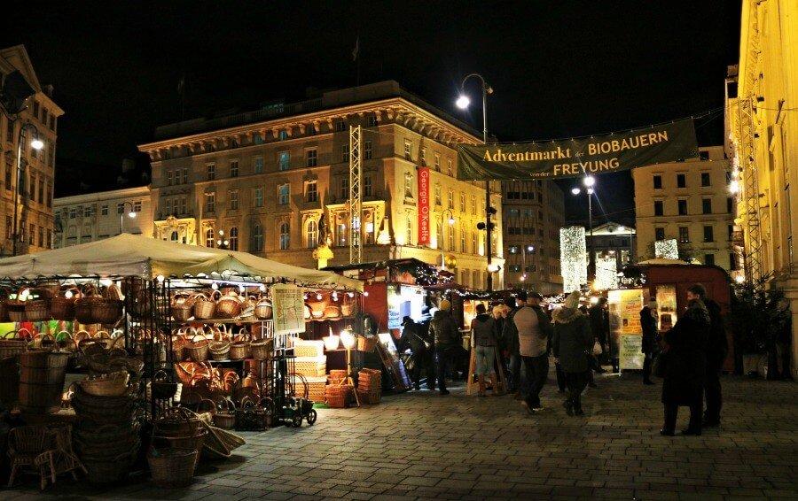 Mercado navideño de la Plaza Freyung en Viena