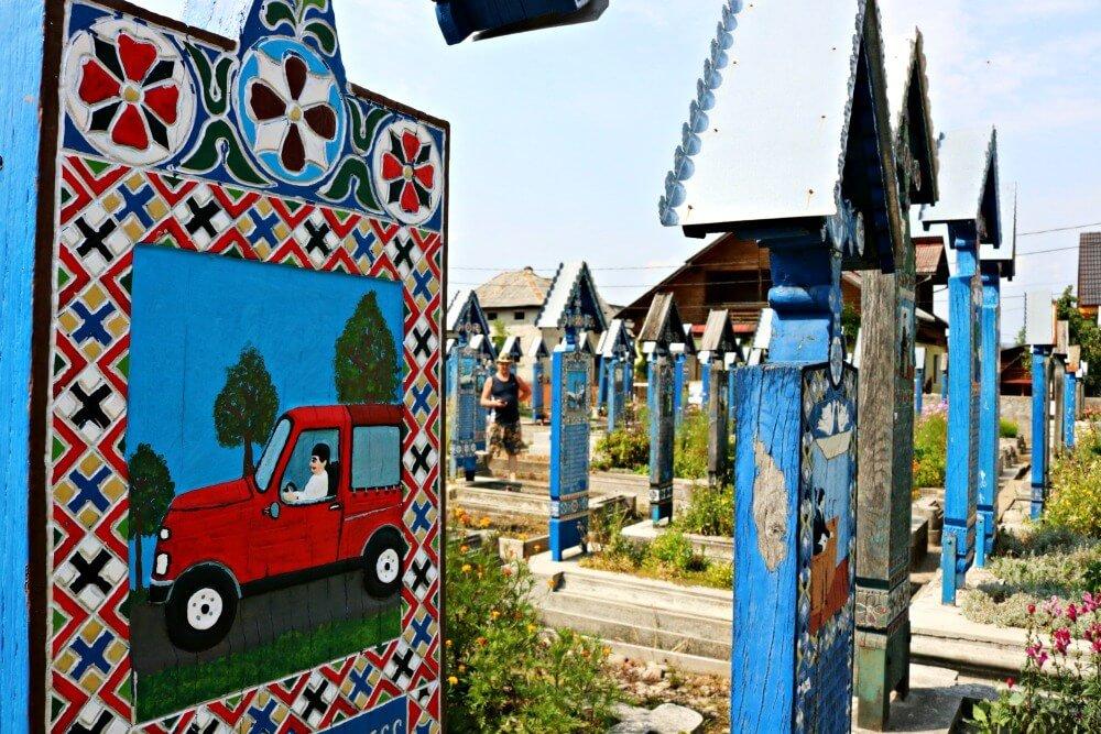 Tumbas del Cementerio Alegre de Sapanta en Maramures