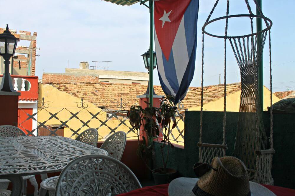 Casa particular de Trinidad con bandera