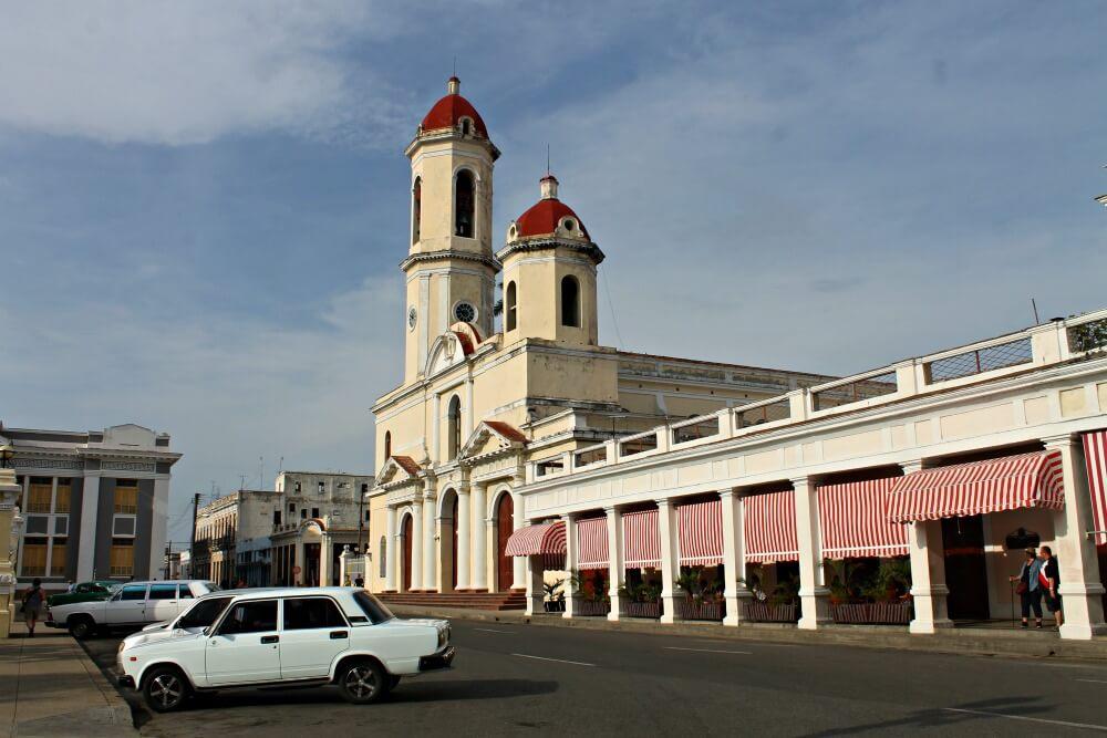 Catedral de Cienfuegos - Viaje a Cuba por tu cuenta