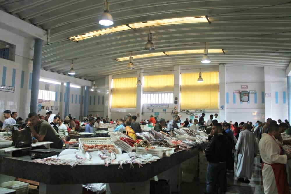 Pescadería en el mercado de Tánger