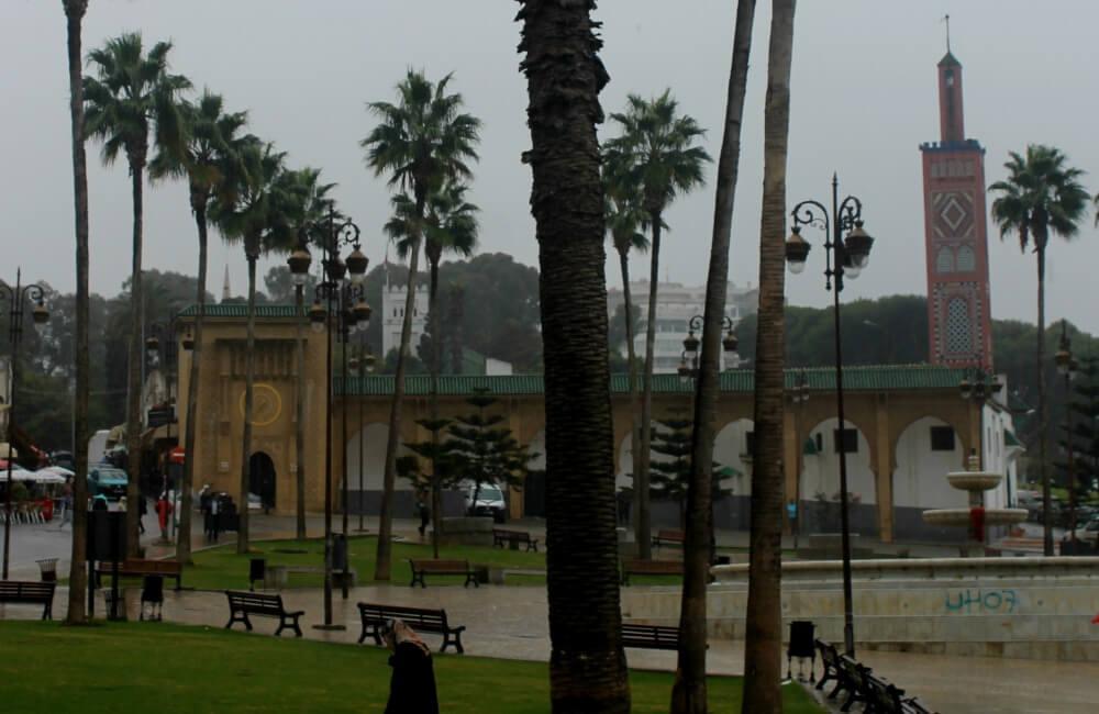 Plaza 9 de Abril bajo la lluvia - Tánger