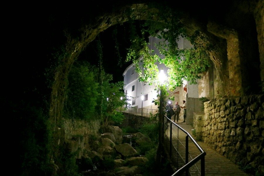 Saliendo de la bóveda del río Cerezuelo