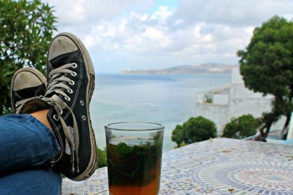 Un té mirando el mar en el Café Hafa de Tánger