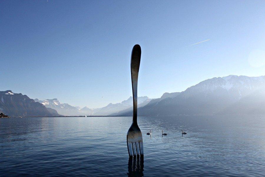 Un tenedor en el Lago Lemán - Viajar a Suiza