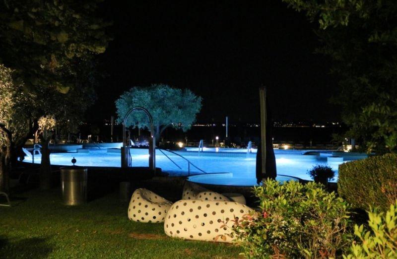 Baños termales nocturnos en Sirmione