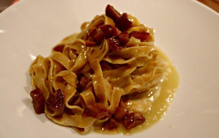 Comer en Verona tallarines con castanas