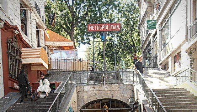 Escaleras de metro - Ruta de Amelie en París