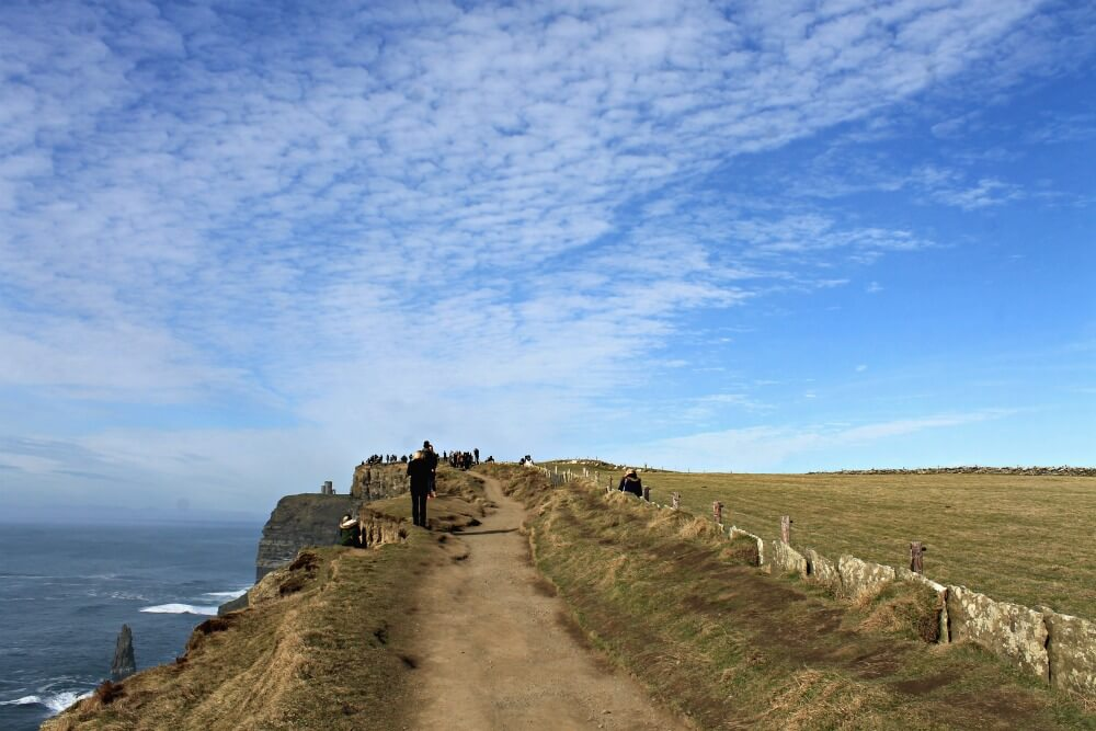 Los caminos de barro que recorren los Cliffs de Moher