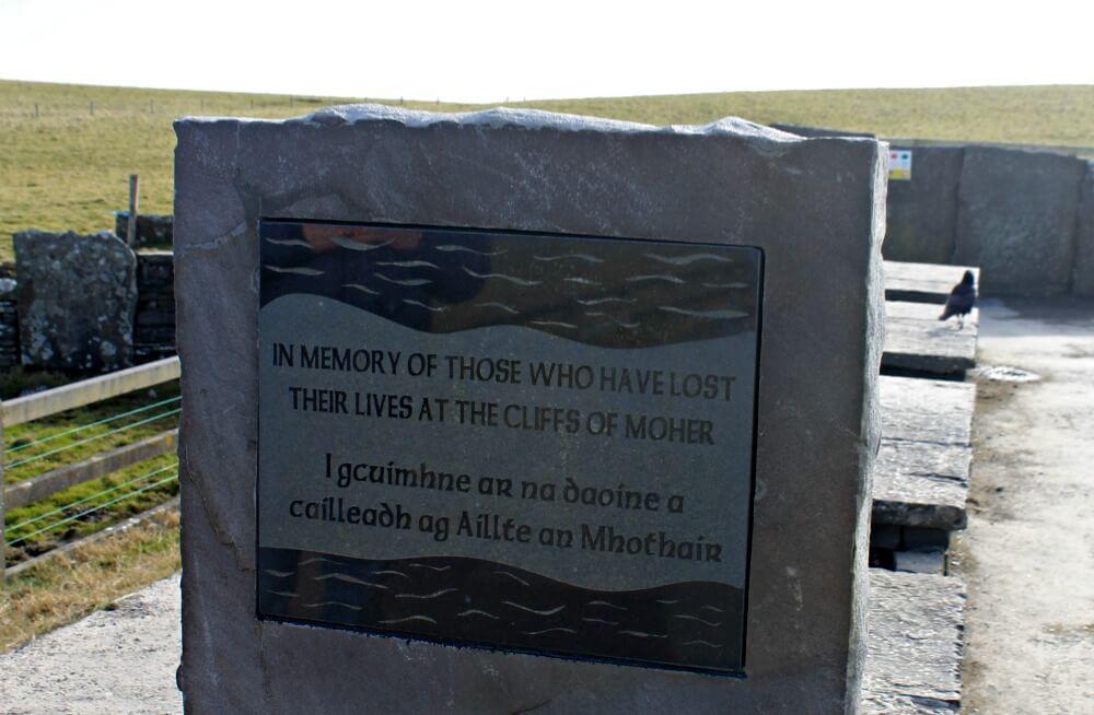 En memoria de aquéllos que perdieron su vida en los Acantilados de Moher