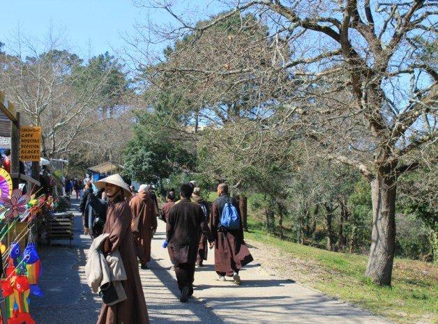 Monjes peregrinando a la Duna du Pyla