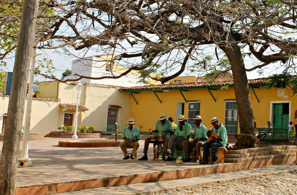 Músicos en la plaza - Qué ver en Trinidad