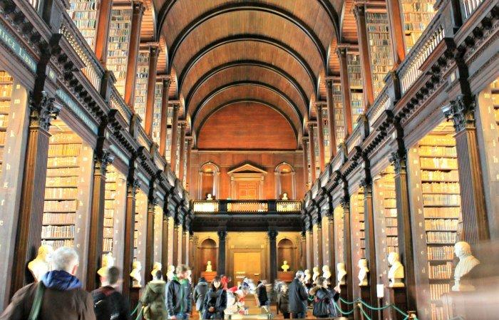 Paseando por la biblioteca de Hogwarts en Trinity College