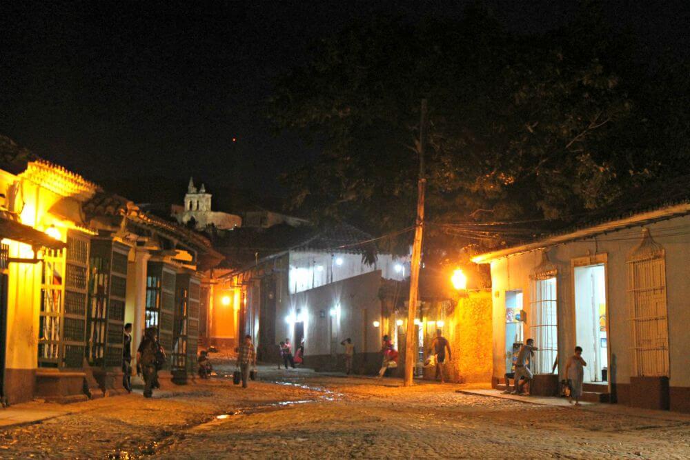 Plazuelas de Trinidad en la noche