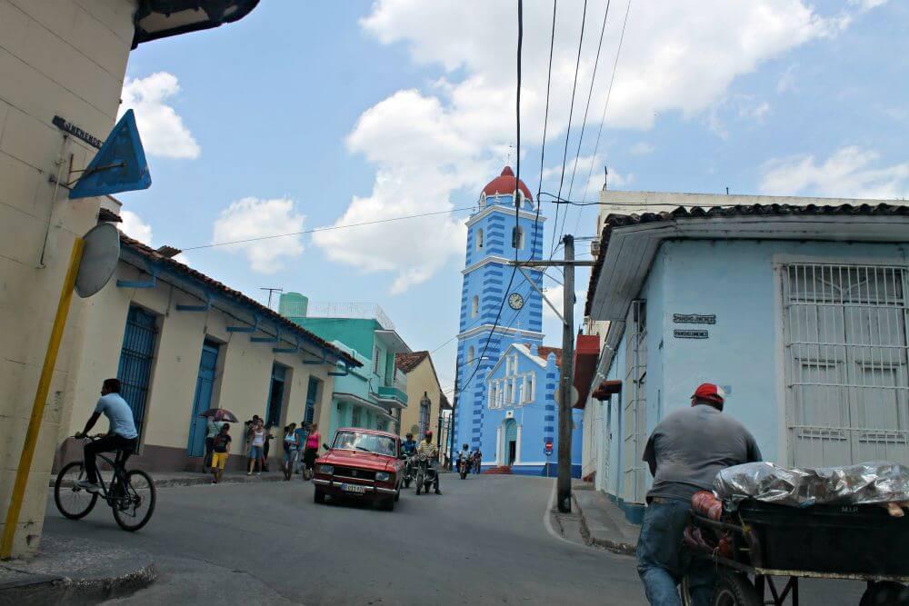 Sancti Spiritus y su iglesia azul
