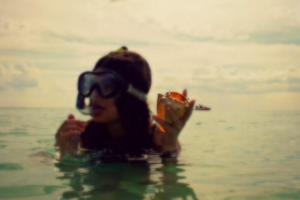 Claudia haciendo snorkel en Cayo Jutías