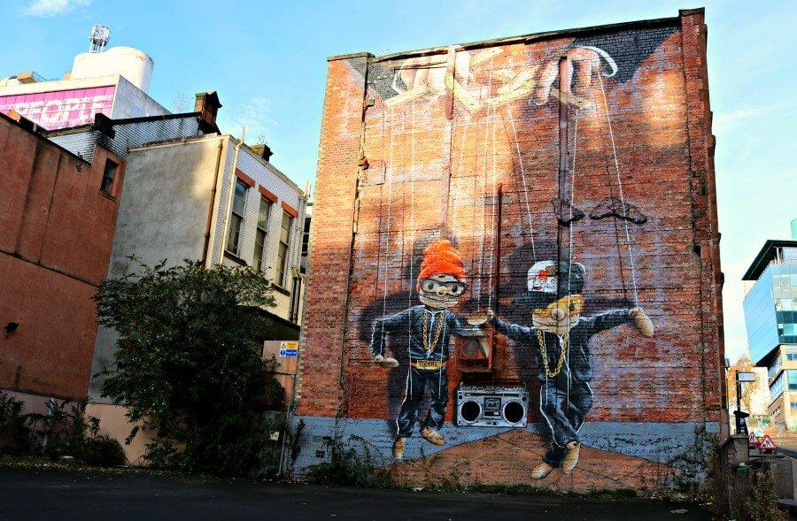 Hip Hop Marionettes - Ruta por los graffitis de Glasgow