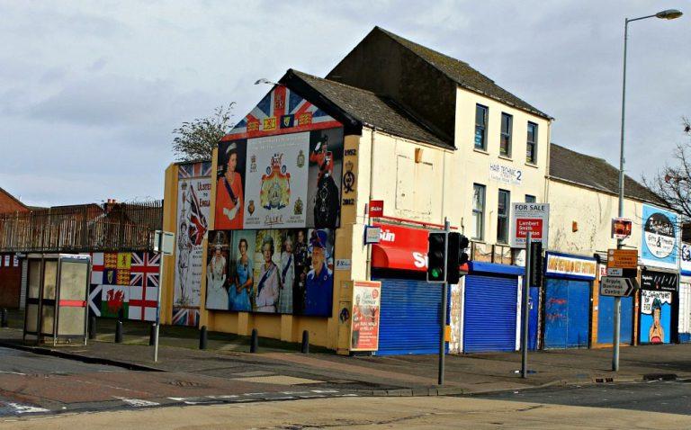 La Reina de Inglaterra en los murales de Belfast