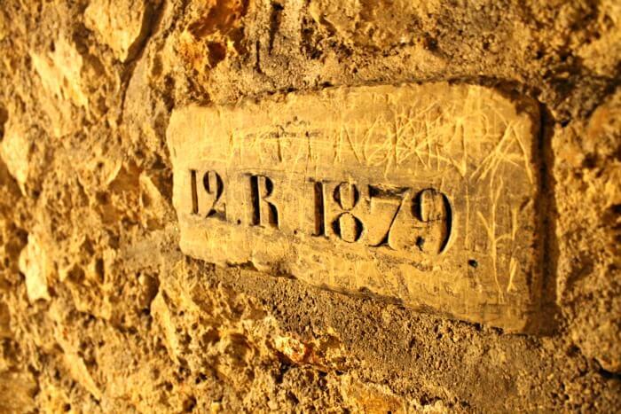 Referencias numéricas en los túneles de las Catacumbas de París
