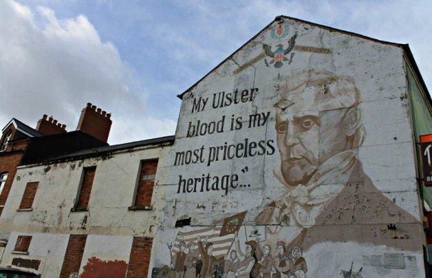 Sangre Uster en los murales de Belfast