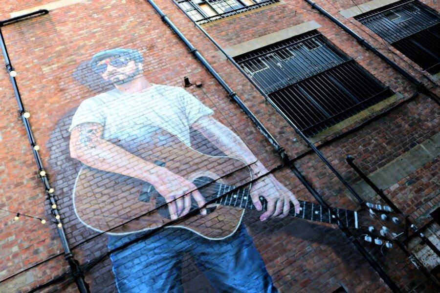 The musician - Ruta por los murales de Glasgow