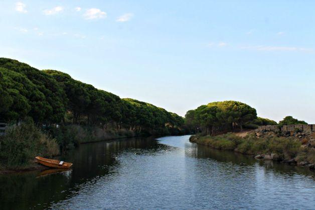 Barca en el río de Orosei