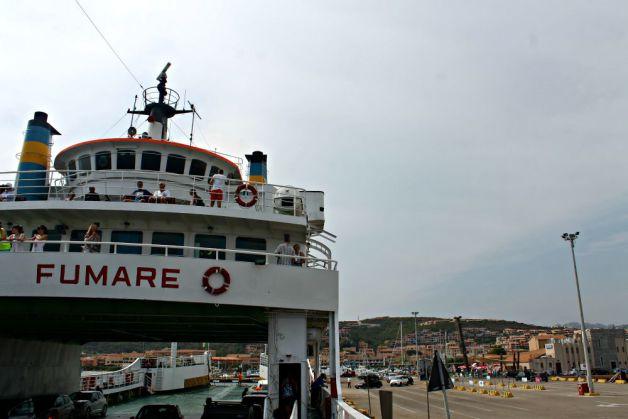 Barco hacia La Maddalena