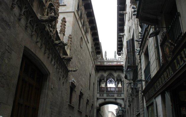 Carrer del Bisbe - Rincones con encanto de Barcelona