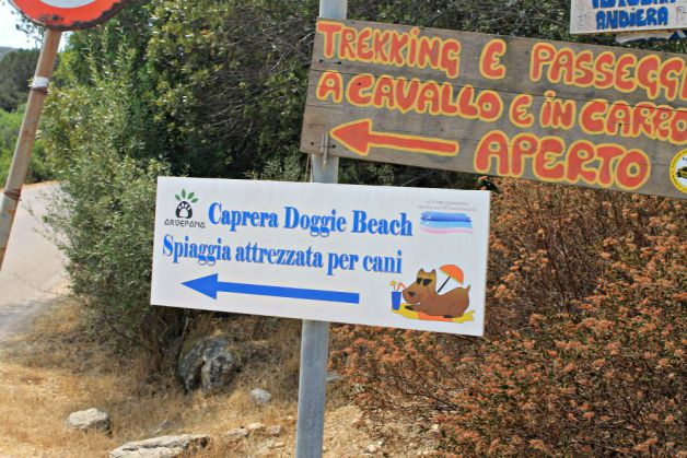 Cartel de la playa para perros de Caprera