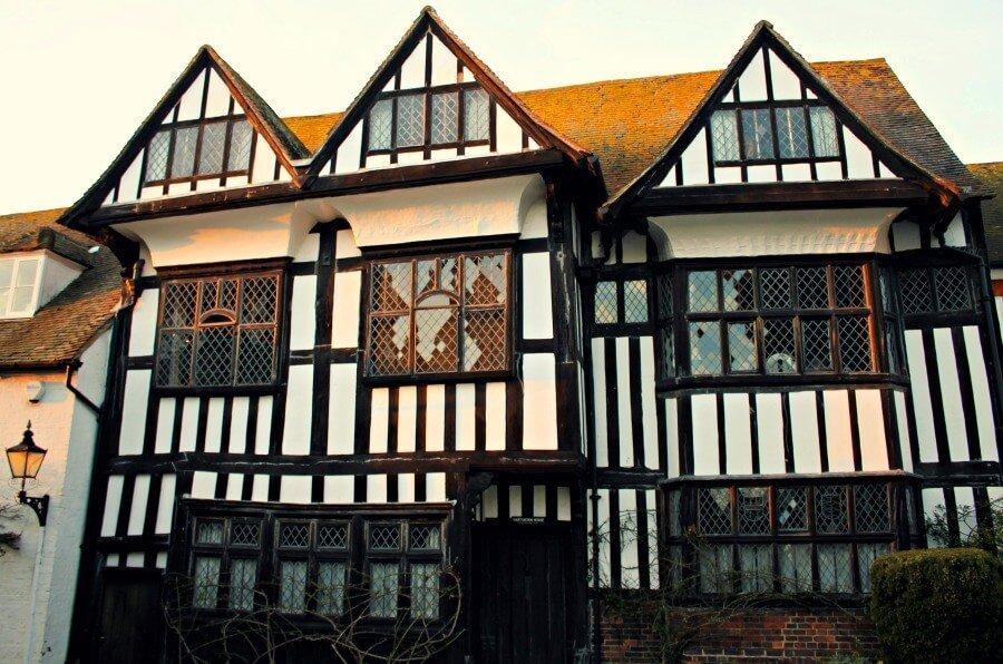 Casas entramadas en el bonito pueblo inglés de Rye