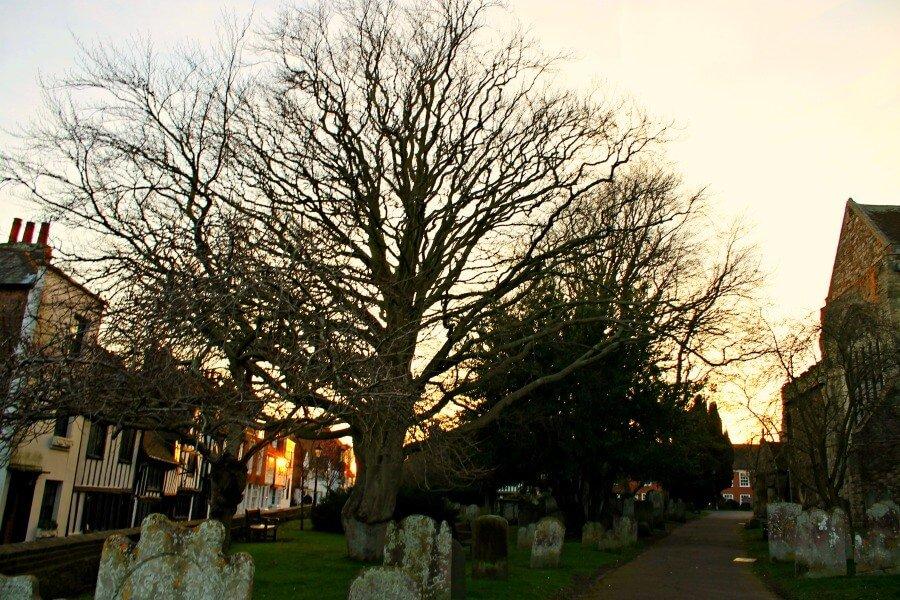 Cementerio en la Iglesia de St Mary's de Rye en Inglaterra