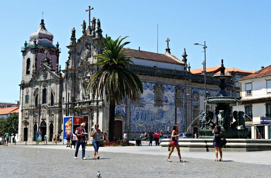Plaza con la fuente de los Leones en Oporto - Harry Potter en Oporto