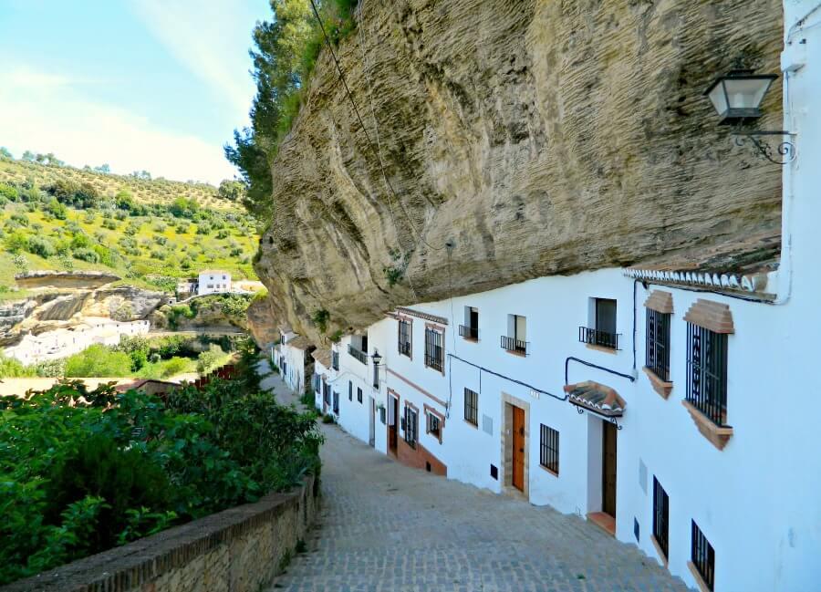 Setenil de Las Bodegas - Pueblo Blanco en la roca