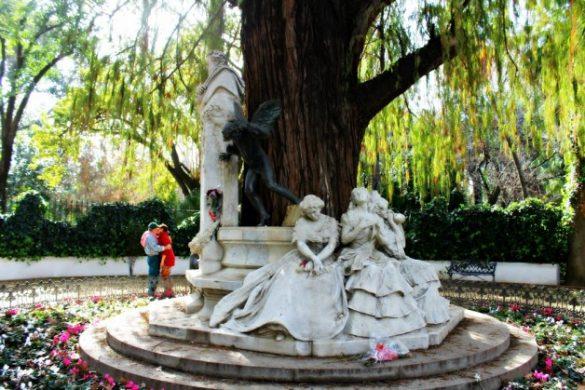 Un beso junto a Bécquer - San Valentín en Sevilla