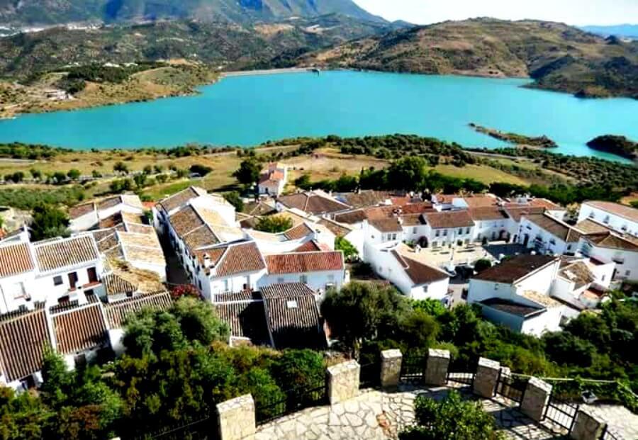 Zahara de la Sierra - Ruta en coche por los Pueblos Blancos de Andalucía