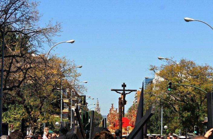 Cristo de la sed y Giralda - Semana Santa en Sevilla