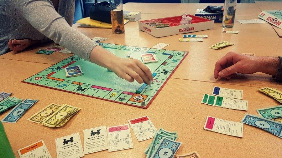 Jugar al Monopoly en inglés en clase