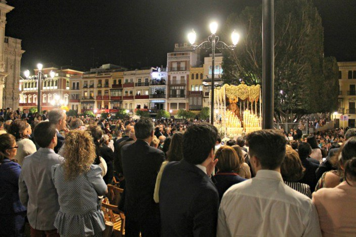 Las sillas de la carrera oficial de Sevilla