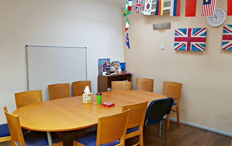 Mesa de la sala de Sprachcaffe - Estudiar inglés en Brighton Inglaterra