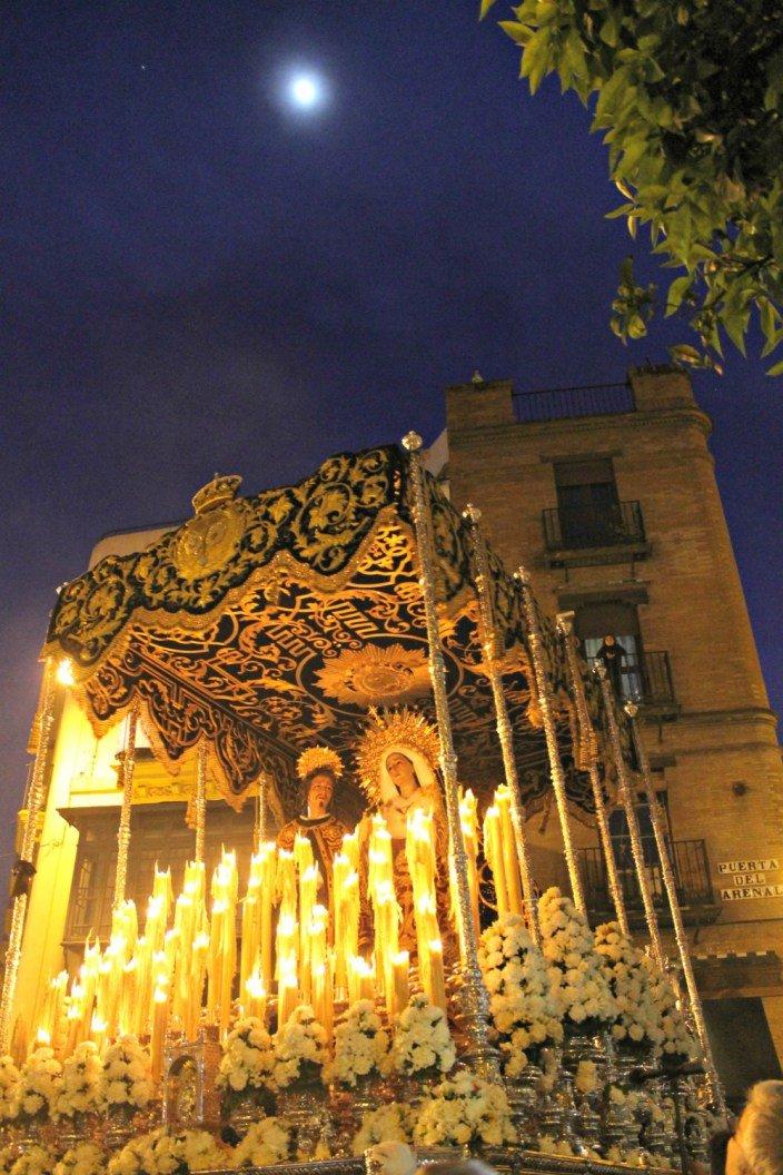 Vamos a llevar al cielo a la madre de Sevilla