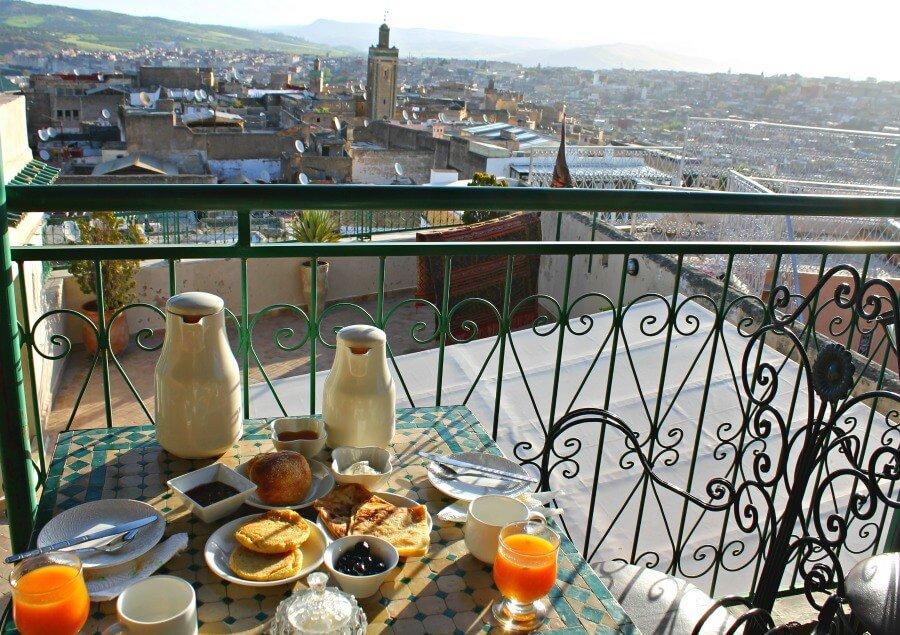 Desayuno en la terraza de nuestro riad - Dónde dormir en Fez