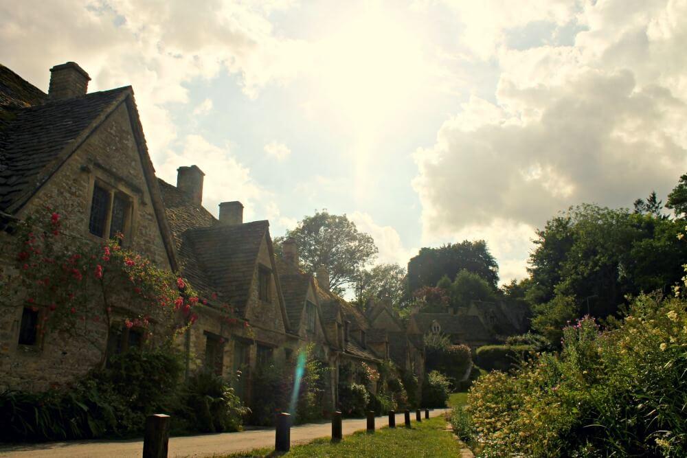 Las famosas casitas de Bibury en Inglaterra, ruta por los Cotswolds