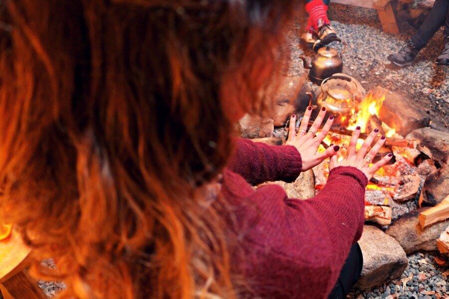 Al calor de fuego en el lavvu