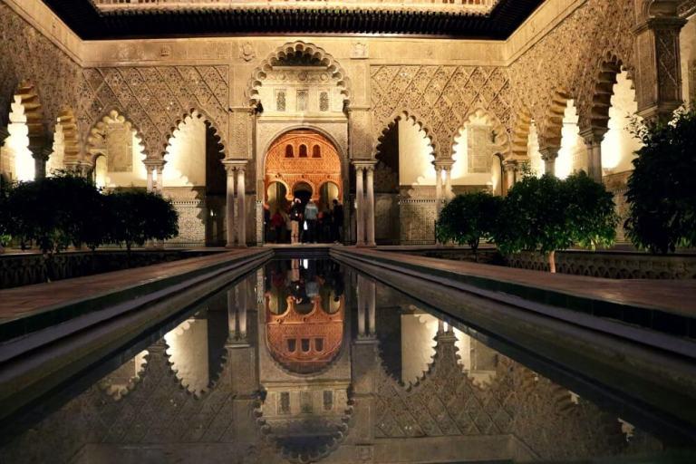 Alcázar de Sevilla de noche
