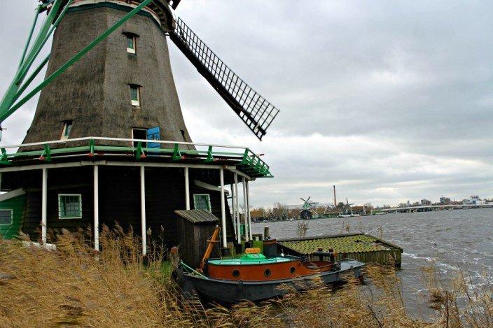 Barca y molino en Zaanse Schans