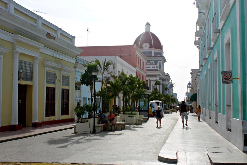 Calle peatonal en Cienfuegos