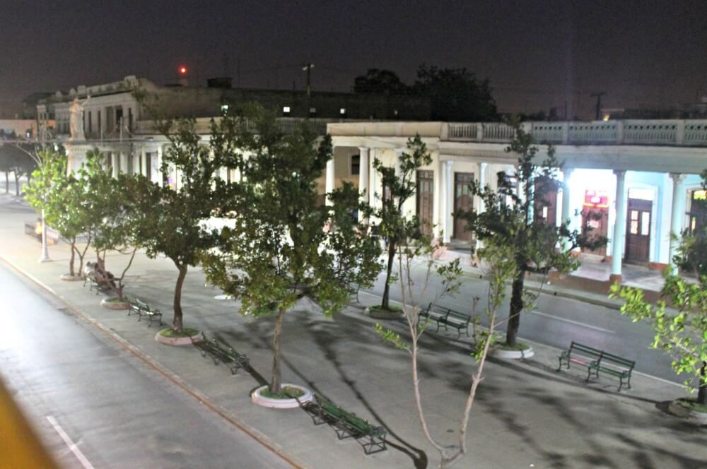 El Prado de noche