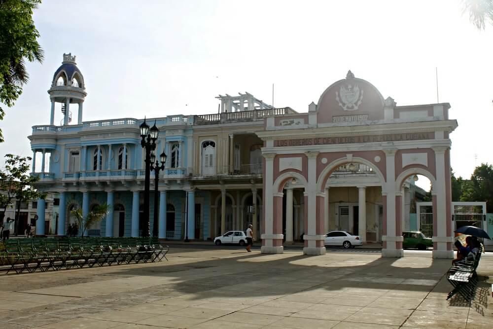 Palacio Ferrer y Arco del Triunfo - Qué ver en Cienfuegos