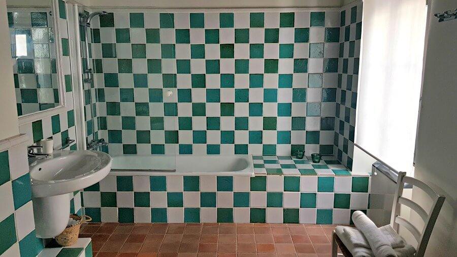 Precioso el cuarto de baño en el alojamiento rural La Loba - Dormir en Medina Sidonia