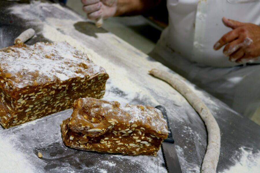 Preparando alfajores en Medina Sidonia